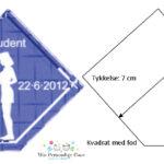 Gave til studenten – 7 cm kvadrat med fod-946
