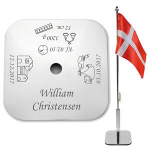 dåbsflag med graveret navn - firkantet bordflag til dåb