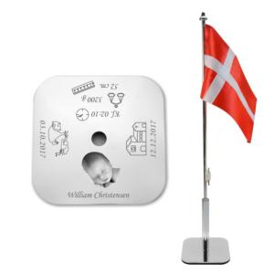 Flag til barnedåben graveret med navn, dato og billede