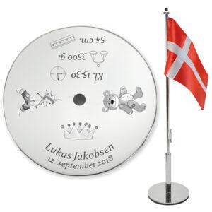 Bordflag graveret med navn og oplysninger til dåb
