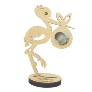 Stork figur med graveret foto af barnet - personlig dåbsgave med navn & foto