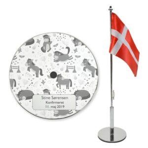 Flag med graveret navn og heste til konfirmation 2021